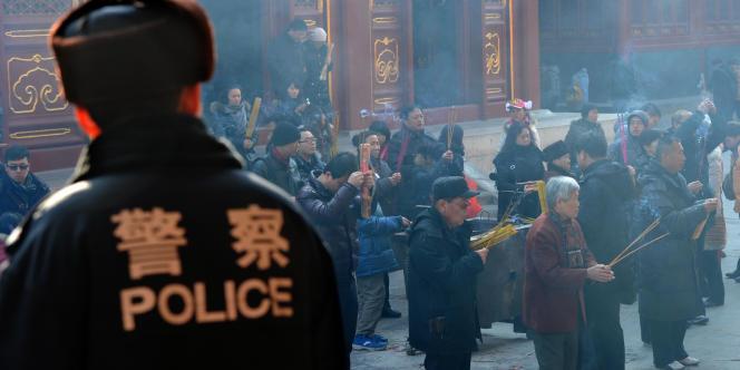 La mise à pied de Wang Lijun, célèbre pour sa lutte antimafia, attise les spéculations politiques.