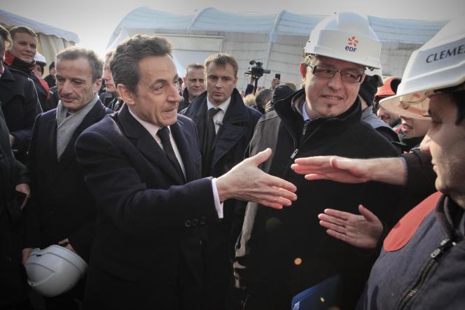 Nicolas Sarkozy visite le site nucléaire de Fessenheim (Haut-Rhin) en compagnie du patron d'EDF Henri Proglio (à la droite du chef de l'Etat), jeudi 9 février.