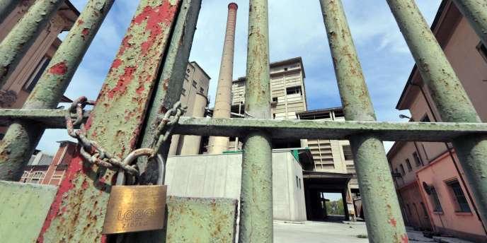 L'entrée des anciennes usines de la société Eternit, mise en examen en tant que personne morale, à Casale Monferrato.