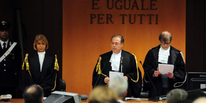 Le jugement en appel des anciens dirigeants du groupe suisse Eternit est rendu le 3 juin, à Turin. En France, en dépit de nombreuses procédures lancées, aucun procès de l'amiante ne s'est encore tenu. Ici, le président du tribunal de Turin, lors du procès en première instance en février.