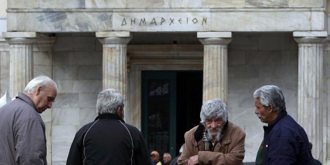 Des retraités lors d'une manifestation anti-FMI à Athènes, mardi 14 février.