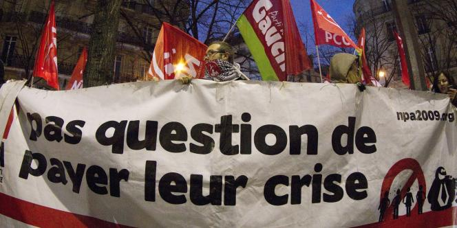 Rassemblement organisé par plusieurs partis politiques de gauche (Parti de gauche, Parti communiste, Nouveau Parti anticapitaliste...), lundi 13 février, près de l'ambassade grecque à Paris.