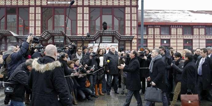 François Hollande arrivant devant les journalistes, à la gare de Saint-Etienne, le 14 février 2012.