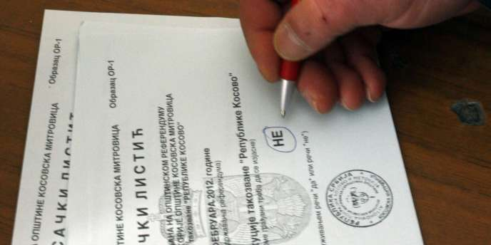 Quelque 36 000 électeurs du nord du Kosovo étaient appelés à répondre par oui ou par non à la question :