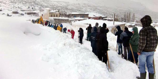 Opération de déneigement en Kabylie.
