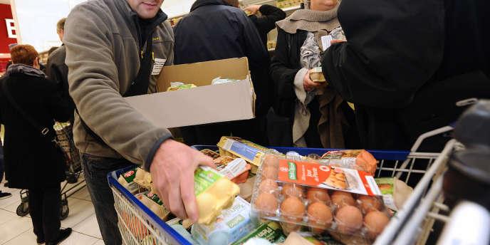 Les prix de l'alimentation ont augmenté en février de 0,6 % (3,8 % sur un an) avec une hausse marquée des produits frais. Ici, dans un supermarché le 25 novembre 2011 à Saint-Herblain.