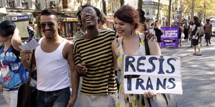 Les personnes trans protestent notamment contre la pathologisation et la psychiatrisation de leur communauté.