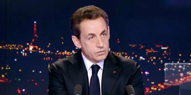 Le référendum d'initiative populaire, promesse de campagne de Nicolas Sarkozy (ici, sur le plateau de TF1, le 15 février 2012), n'a pas été mis en vigueur car les décrets d'application du texte n'ont jamais été publiés.