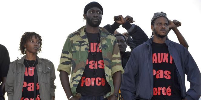 Kilifeu (au centre), un des leaders du collectif sénégalais Y'en a marre arrêtés jeudi 16 février.