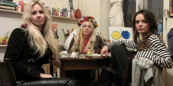 Sasha, Inna et Oksana, à Kiev, le 16 février.