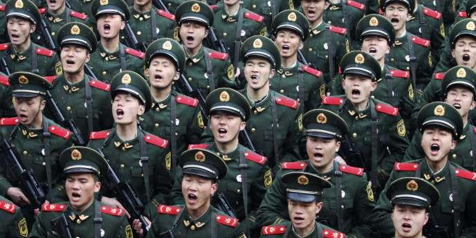 L'Armée populaire de libération chinoise est la plus grande armée du monde en termes d'effectifs, avec ses 1,25 million d'hommes.