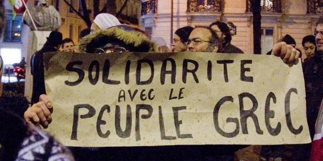 Manifestation de partisans du Front de gauche devant l'ambassade de Grèce, le 13 février 2012.