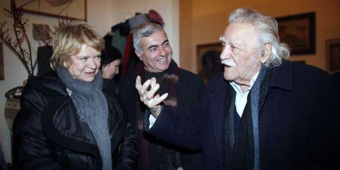 Eva Joly chez l'écrivain grec Manolis Glezos (à gauche), le 17 février 2012 à Athènes.
