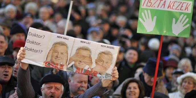 Manifestation pour la liberté des médias en Hongrois, le 22 janvier 2012. au cours de laquelle Pal Schmitt est brocardé.