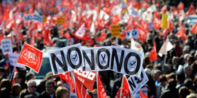 Des milliers de personnes se sont réunies à Madrid le 19 février pour protester contre la réforme du travail.