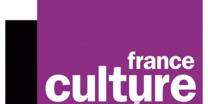 Par station, Europe 1 et ses divertissements sont en tête du classement des podcasts français, mais elle est talonnée par France Culture et France Inter.