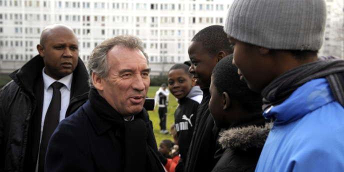 François Bayrou, le 22 février, à Villeneuve-la-Garenne (Hauts-de-Seine).