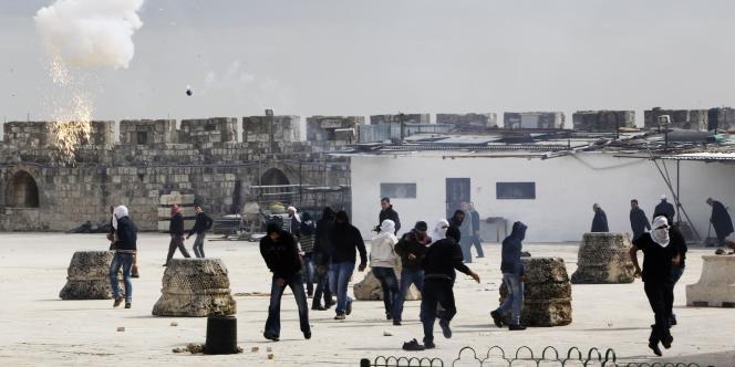 Affrontements entre jeunes Palestiniens et police israélienne sur l'esplanade des Mosquées à Jérusalem, le 24 février.