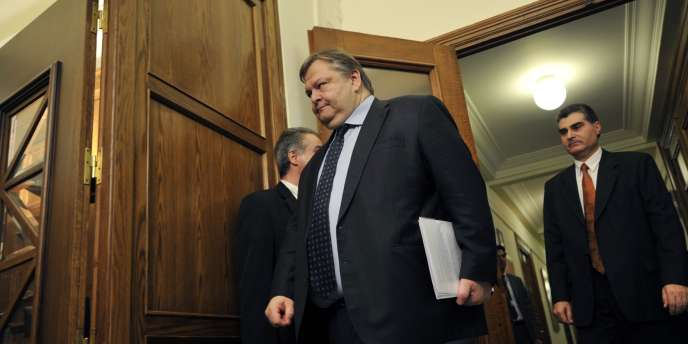 Selon M. Venizélos, la somme de 65 milliards d'euros a été levée des banques en Grèce depuis 2009.