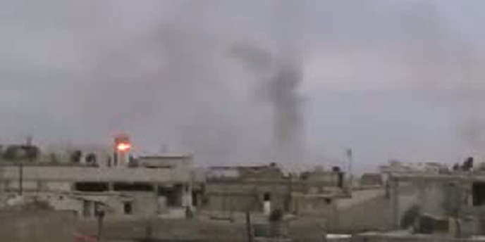 Capture d'écran d'une vidéo montrant le quartier de Baba Amro sous le feu de l'artillerie syrienne, le 23 février 2012.