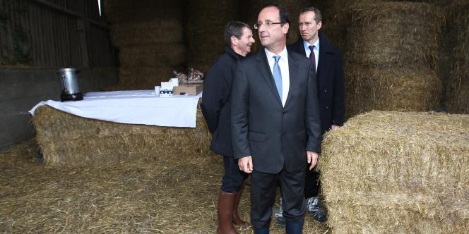 François Hollande, le 23 février dans une exploitation agricole de Parné-sur-Roc (Mayenne).