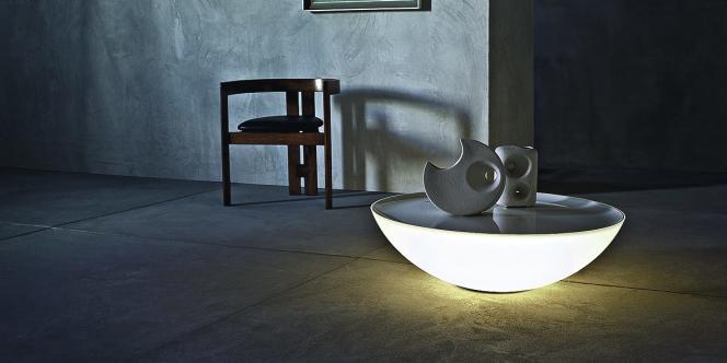 Table lumineuse Solar  équipée d'ampoules fluorescentes,  de Jean-Marie Massaud pour Foscarini.