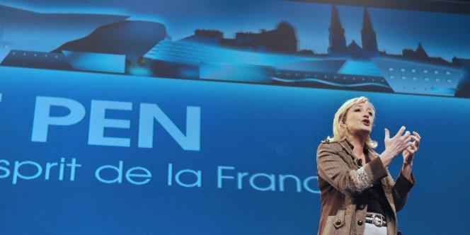 Marine Le Pen, lors de son meeting à Châteauroux le 26 février.