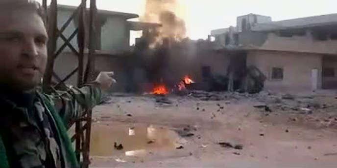 Capture d'écran d'une vidéo postée sur YouTube montrant un déserteur de l'armée syrienne à Rastan, dans la région de Homs, le 24 février 2012.