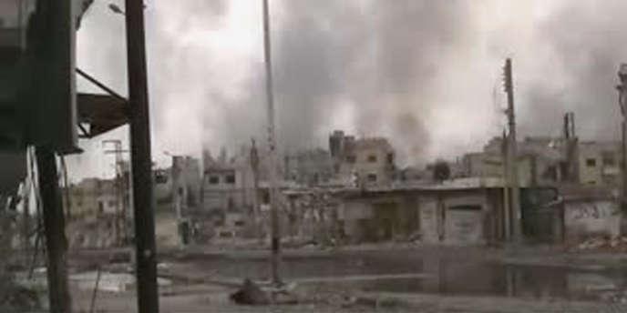 Capture d'écran d'une vidéo YouTube, montrant les bombardements sur le quartier de Baba Amro à Homs, le 26 février.