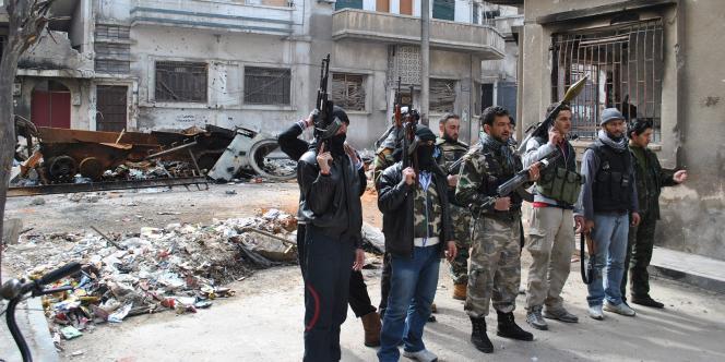 Des membres de l'Armée syrienne libre, à Homs, le 23 février 2012.