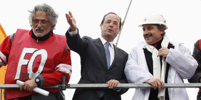 François Hollande a promis une loi sur la cession des sites rentables lors de sa visite à Florange (Moselle), le 24 février 2012.