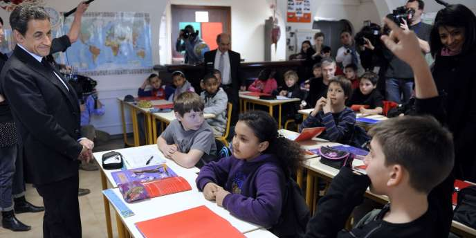 Nicolas Sarkozy en visite dans une école de Montpellier, le 28 février.