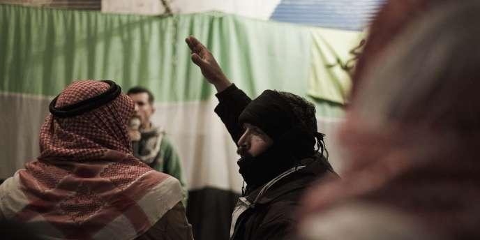 Lors d'une réunion d'opposants au régime à Qusayr, à 15 km d'Homs, le 27 février.
