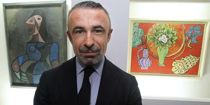 Le président du Centre Pompidou Alain Seban, entre des tableaux de Picasso et d'Henri Matisse à Chaumont (Cher), le 12 octobre 2011. NE PAS UTILISER
