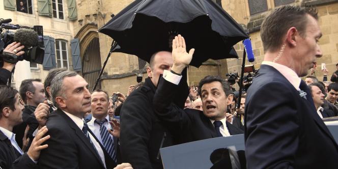 Nicolas Sarkozy, sous les huées, dans le Petit-Bayonne (Pyrénées-Atlantiques), jeudi 1er mars.