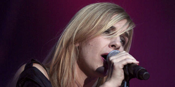 La chanteuse Barbara Carlotti à Paris en novembre 2008.