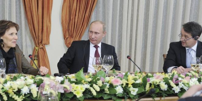 Lors d'un entretien avec des médias étrangers, M. Poutine a dit ne pas avoir décidé s'il comptait se présenter à la présidentielle de 2018 et donc rester vingt-quatre ans au pouvoir mais que cette perspective ne lui paraissait pas choquante.