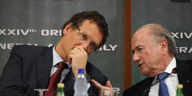 Jérôme Valcke, ici avec Sepp Blatter, président de la FIFA, le 10 février à Libreville.