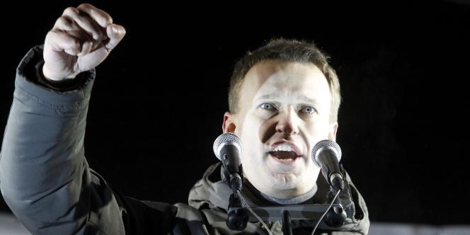 Le blogueur Alexeï Navalny, lors d'une manifestation demandant des élections justes, le 5 mars 2012.