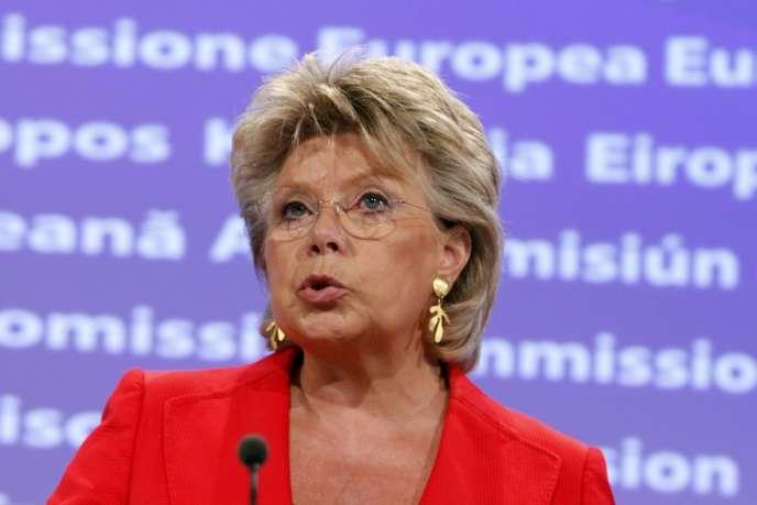 Les rapports nationaux poussent la commissaire luxembourgeoise Viviane Reding à affirmer que la vie quotidienne des Roms – de 10 à 12 millions d'individus en Europe, au total – « commence à s'améliorer ».
