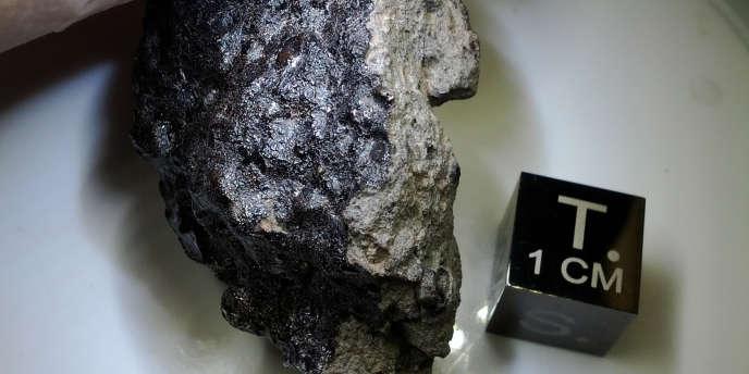 Ces débris ont été découverts, en octobre 2011, non loin de la ville de Tata, dans le sud du Sahara marocain.