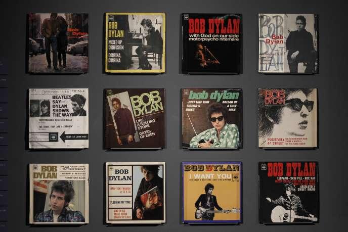 Des pochettes d'albums dans le cadre de l'exposition