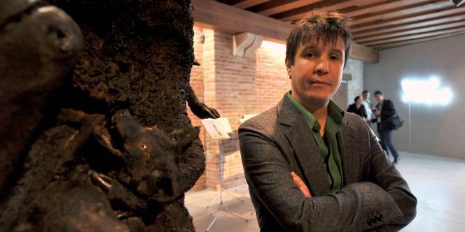 L'artiste Adel Abdessemed lors d'une exposition à la fondation François Pinault à Venise, le 8 avril 2011.