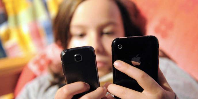 La « novlangue SMS » va-t-elle envahir les bancs de l'école ? Va-t-on trouver, dans les copies des élèves, des « tu fé koi ? » (tu fais quoi ?) ou des « g croier que tu devè venir » (je croyais que tu devais venir) ?