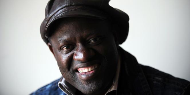 L'écrivain Alain Mabanckou à Los Angeles (Californie) en mai 2010.