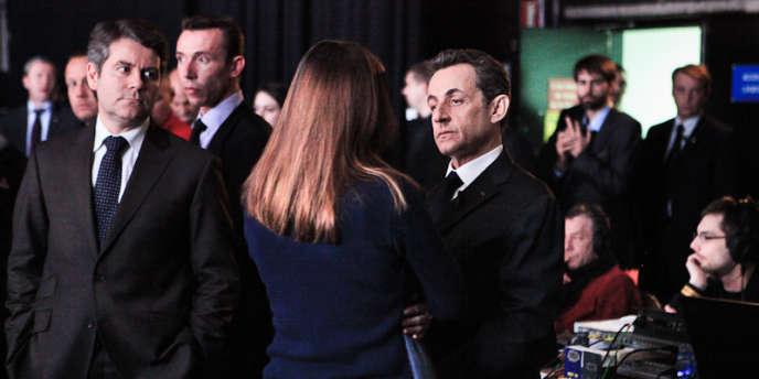 Franck Louvrier, Carla Bruni-Sarkozy et Nicolas Sarkozy, mardi 6 mars, dans les coulisses de l'émission