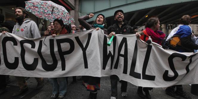 Des manifestants dans les rues de New York, le 29 février 2012.
