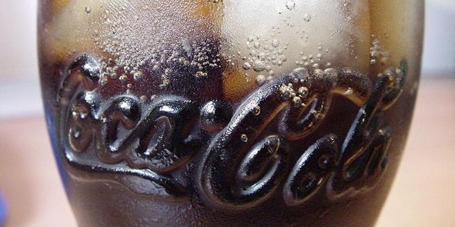 Un verre de Coca-Cola.