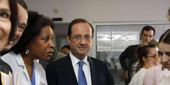 François Hollande à la maternité des Lilas, le 8 mars 2012, lors de la campagne pour l'élection présidentielle.