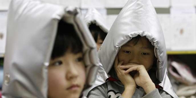 L'association Hug Japan a recueilli plus de 600 dessins d'enfants victimes des conséquences du tsunami qui a ravagé une partie du Japon, le 11 mars 2011.